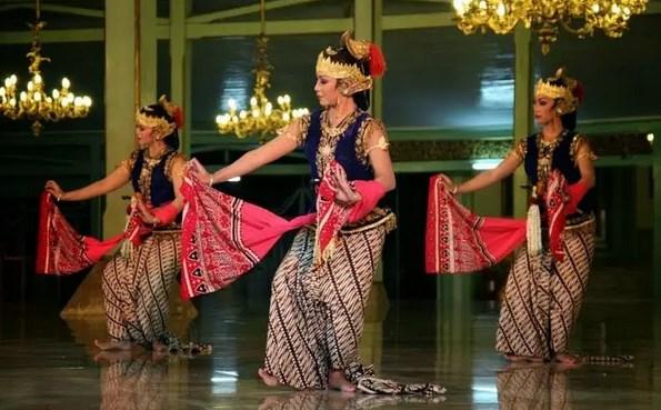 Tari Klasik Berasal dari Yogyakarta yaitu Tari Serimpi, Busana, Musik dan Macam Tari